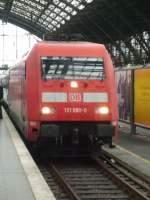 Br 101/110076/hier-faehrt-eine-lok-der-baureihe Hier fährt eine Lok der Baureihe 101 mit ihrem InterCity in den Bahnhof Köln Hbf ein.