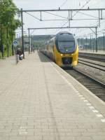 Venlo/70054/hier-wird-ein-triebzug-der-baureihe Hier wird ein Triebzug der Baureihe 8400 am 15.5. im Bahnhof von Venlo als IC zur Fahrt nach Den Haag bereitgestellt.